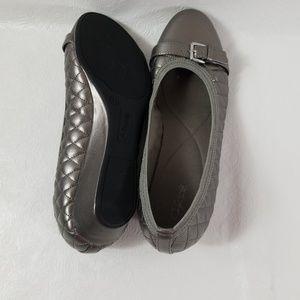 Jaclyn Smith womens  alba metallic wedge pump shoe